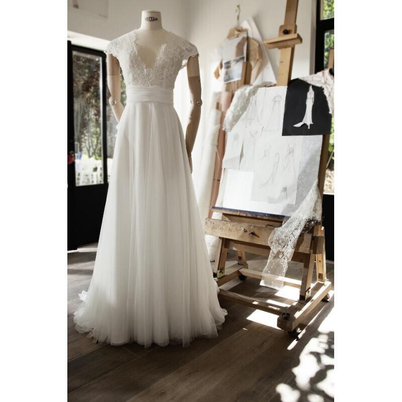 Robe de mariée style bohème chic avec manchon